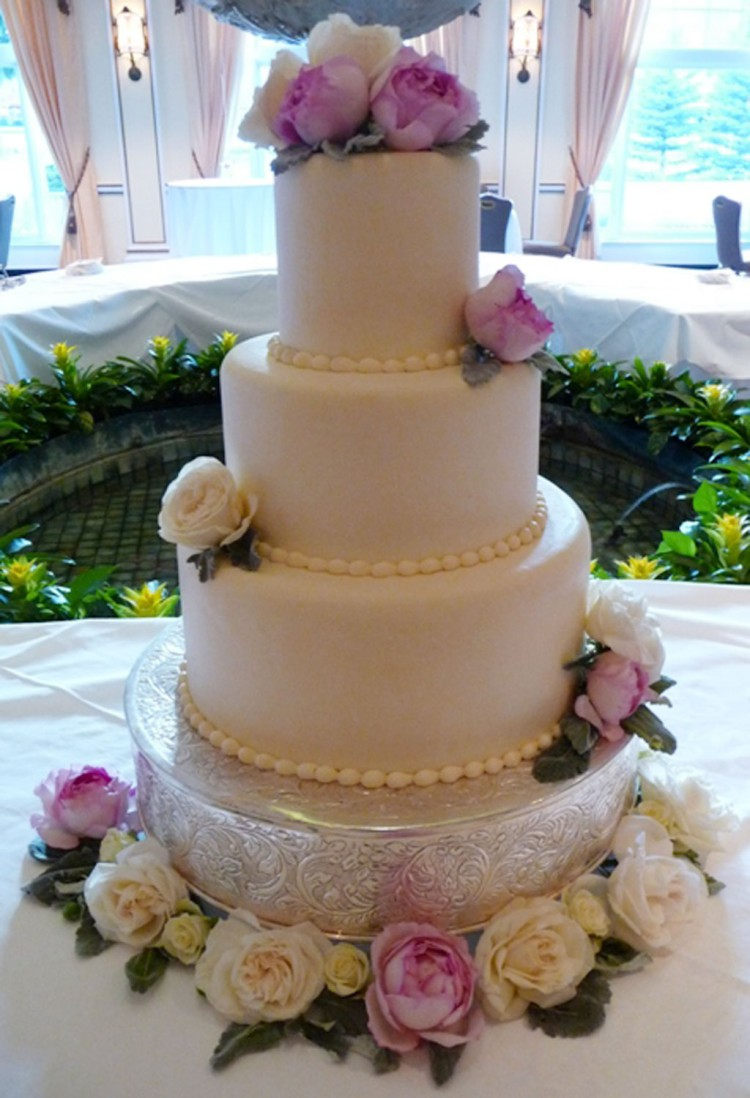 Garden Roses Colorado Springs Wedding Cakes Picture in Wedding Cake