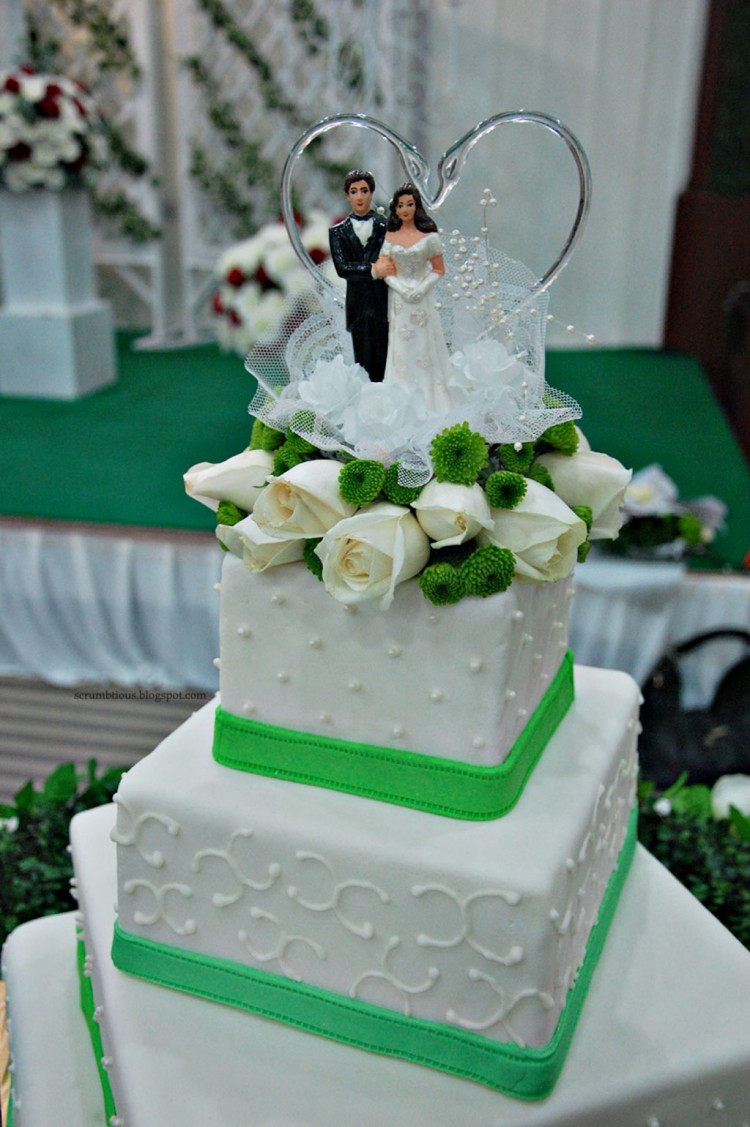 Green Apple White Theme Wedding Cake Picture in Wedding Cake