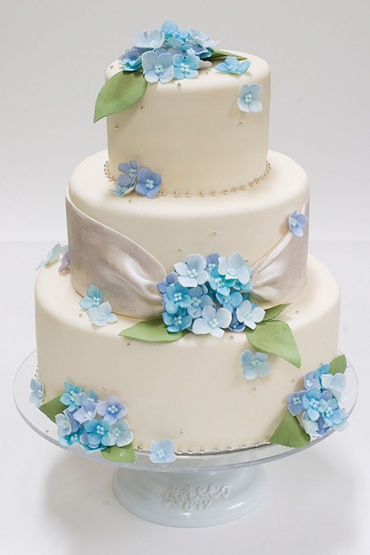 Hydrangea Wedding Cake Decorations Picture in Wedding Cake