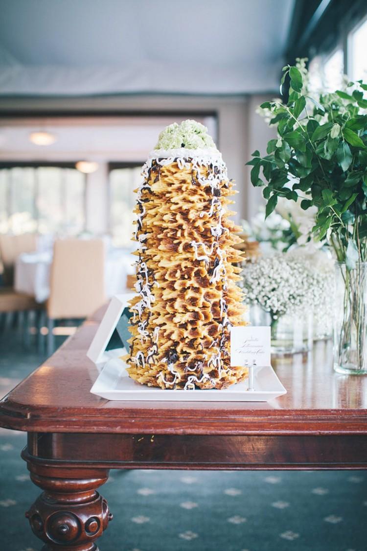 Lithuanian Wedding Cake Sakotis Picture in Wedding Cake