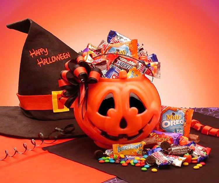 Love Chocolate Halloween Candy Picture in Chocolate Cake