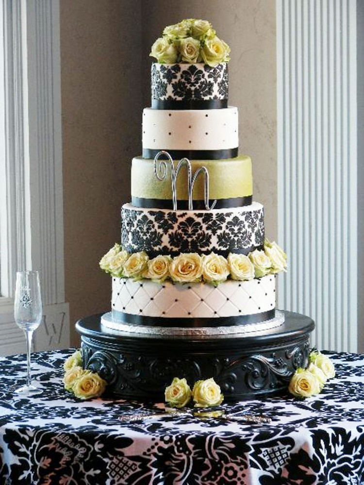 Make Damask Wedding Cake Picture in Wedding Cake