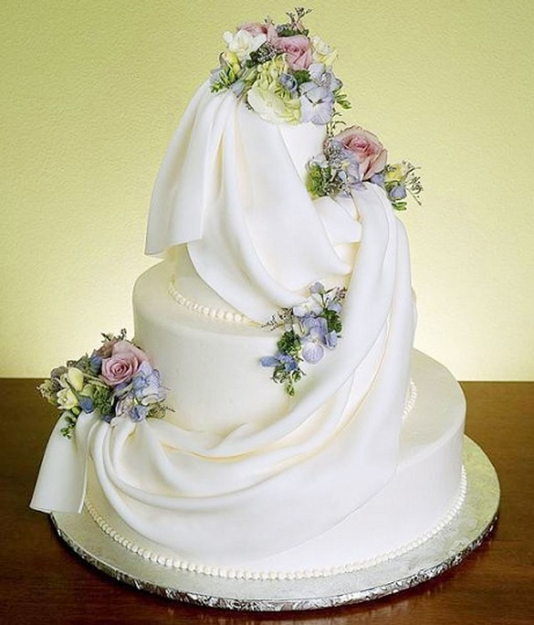 Wedding Couple Cake