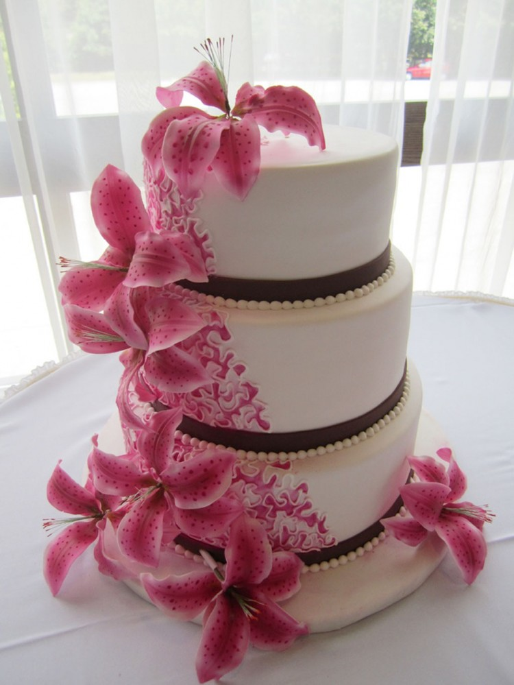 Pink Stargazer Lilies Wedding Cakes Picture in Wedding Cake