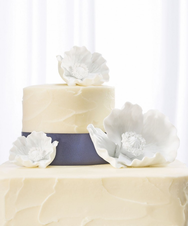 Porcelain Flowers Wedding Cake Topper Picture in Wedding Cake