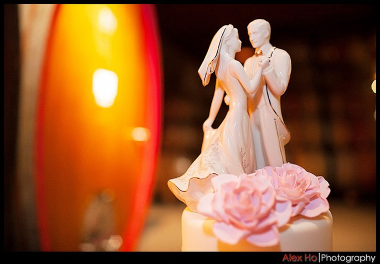 Porcelain Romantic Wedding Cake Topper Picture in Wedding Cake