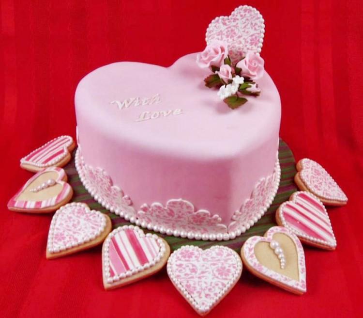 Pretty Fondant Valentine Cake Picture in Valentine Cakes