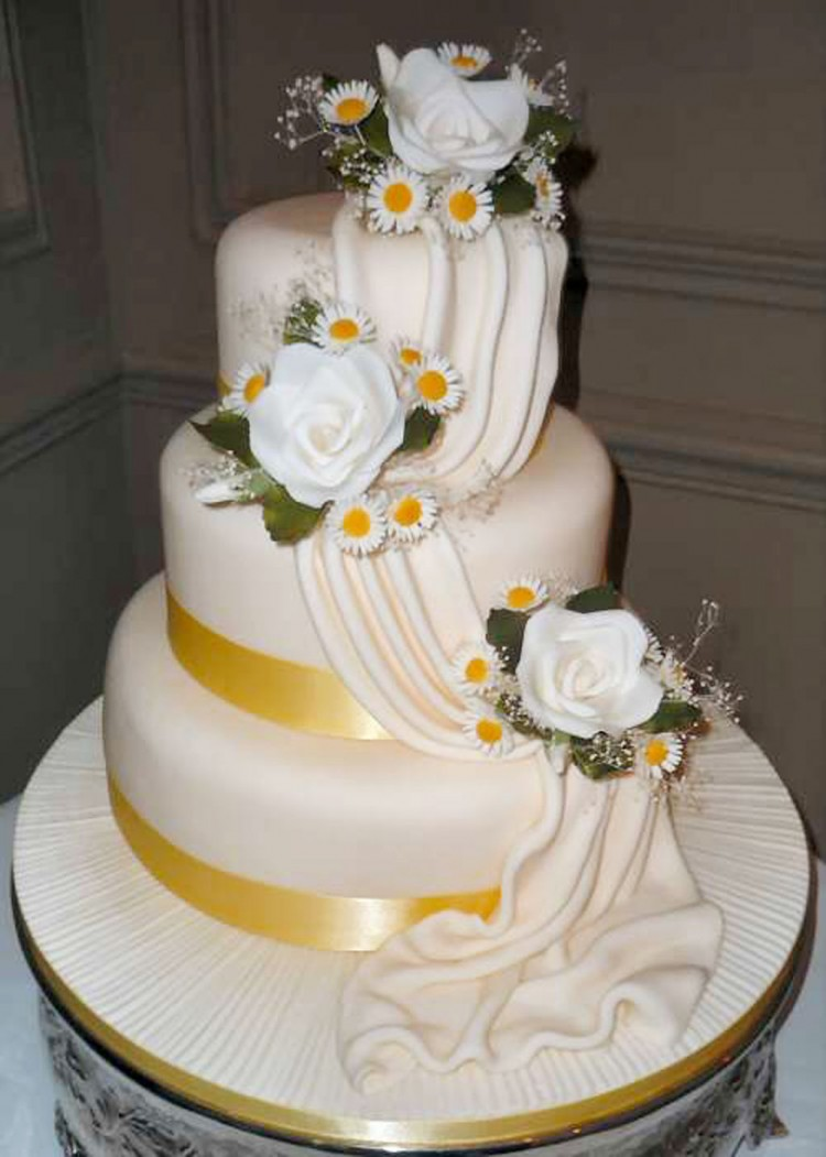 Pretty Wedding Cake Decorate Picture in Wedding Cake