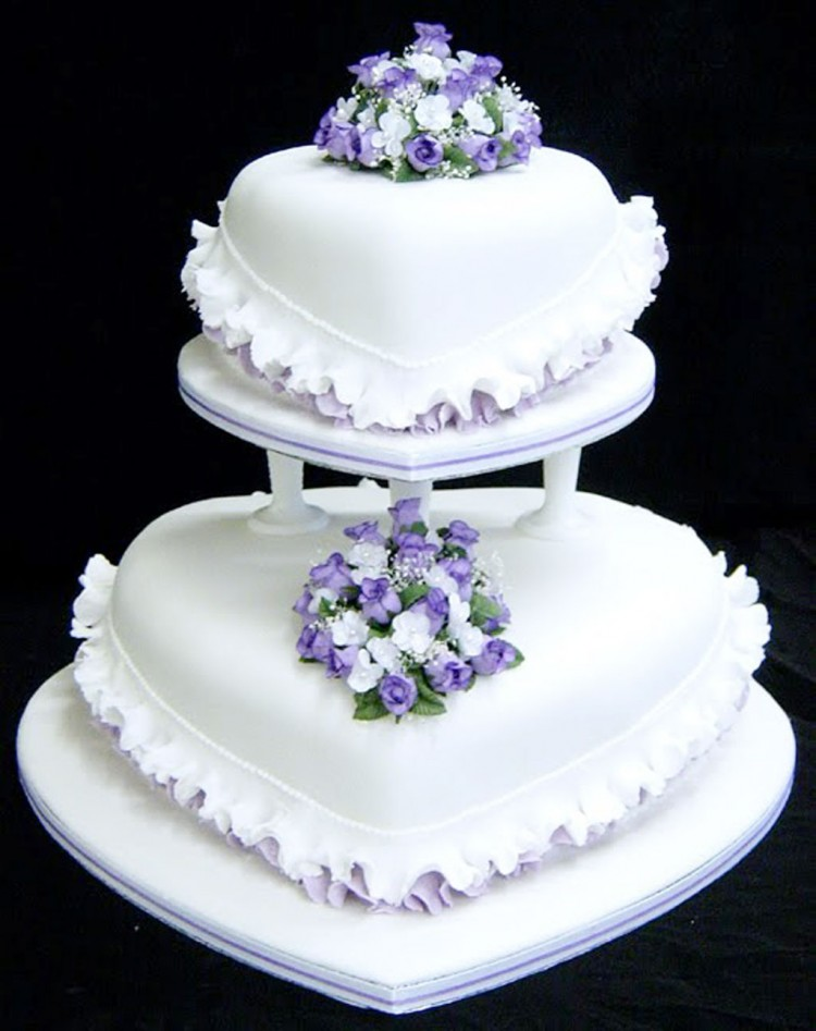 Purple Flower Heart Wedding Cake Picture in Wedding Cake