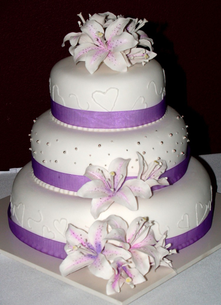 Purple Wedding Cake Picture in Wedding Cake