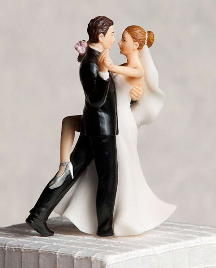 Romantic Dancing Wedding Cake Toppers Picture in Wedding Cake