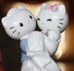 1024x1538px Romantic Hello Kitty Wedding Cake Toppers Picture in Wedding Cake