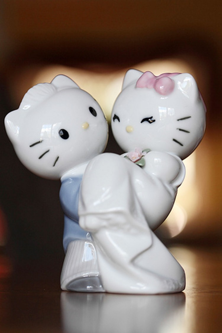 Romantic Hello Kitty Wedding Cake Toppers Picture in Wedding Cake