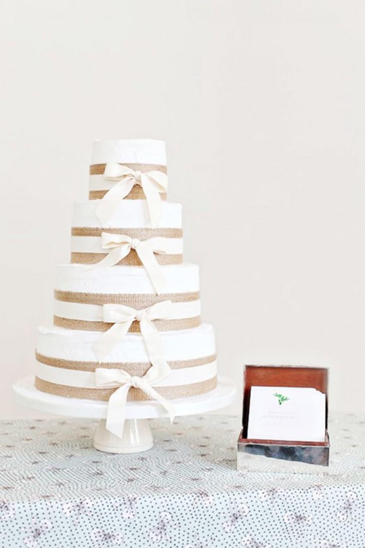 Rustic Burlap Wedding Cake Picture in Wedding Cake