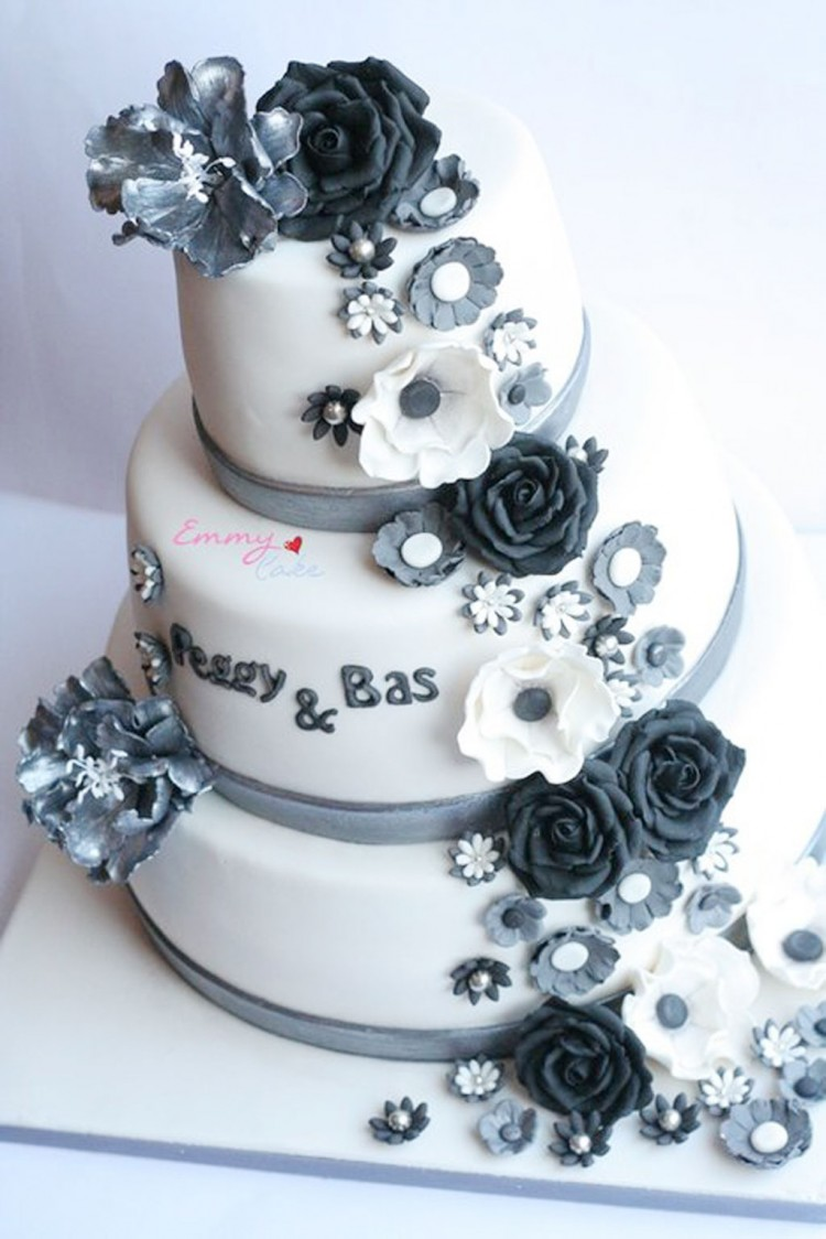 Silver Wedding Cakes With Flowers Picture in Wedding Cake