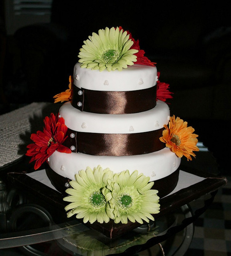 Square Geber Daisy Wedding Cakes Picture in Wedding Cake