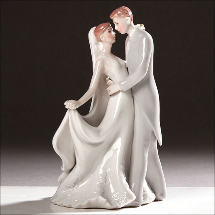 Stylized Dancing Wedding Cake Topper Picture in Wedding Cake
