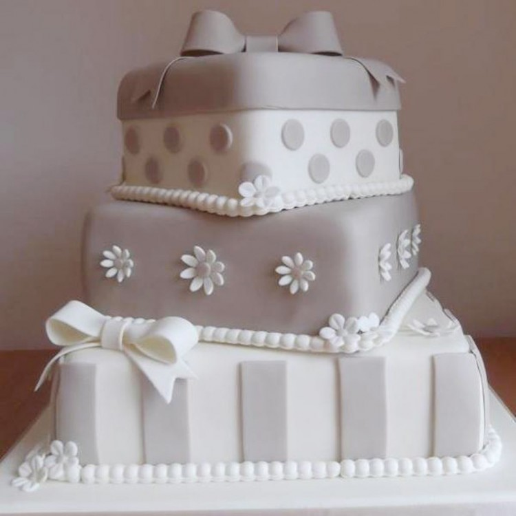 Three Layer Silver Wedding Cake Picture in Wedding Cake
