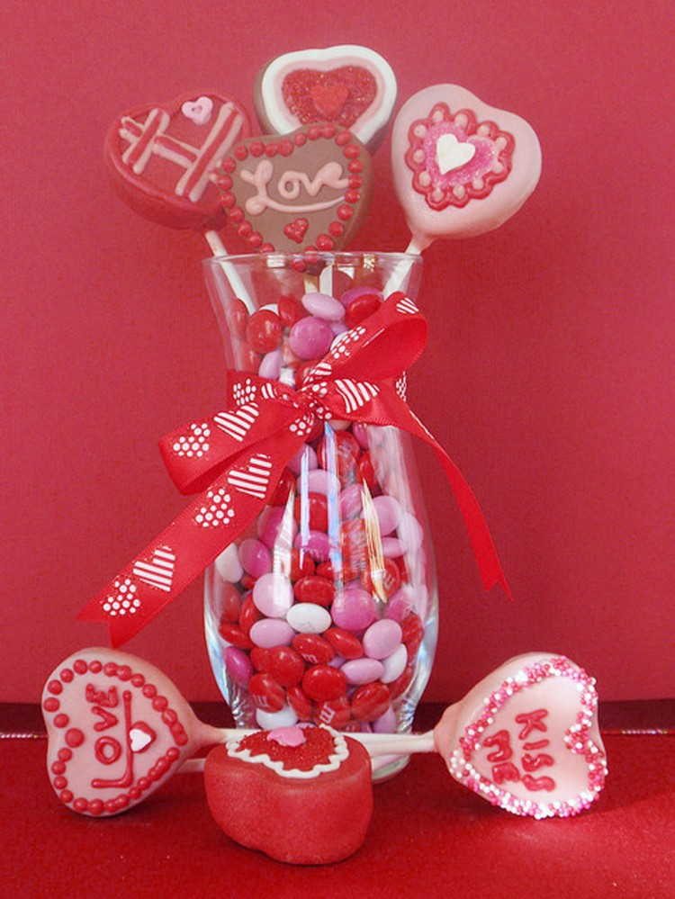 Valentine Cake Pops Pictures Picture in Valentine Cakes