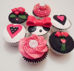 1024x768px Valentine Cup Cakes Ideas Picture in Valentine Cakes