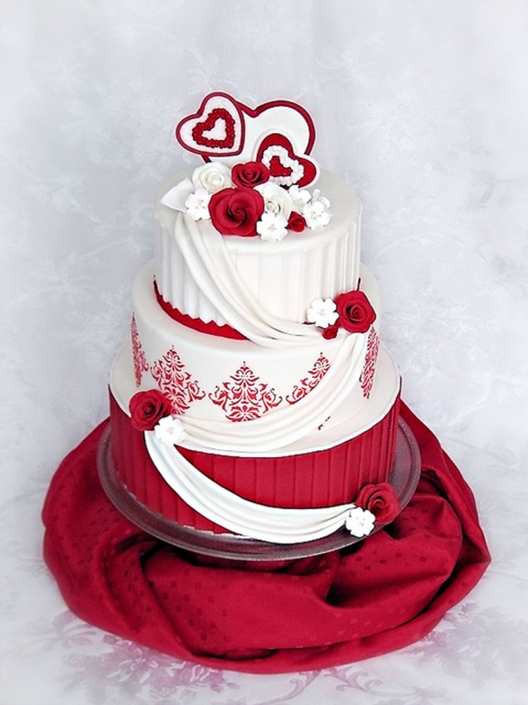 Valentine Wedding Cake Roses Damask Picture in Wedding Cake