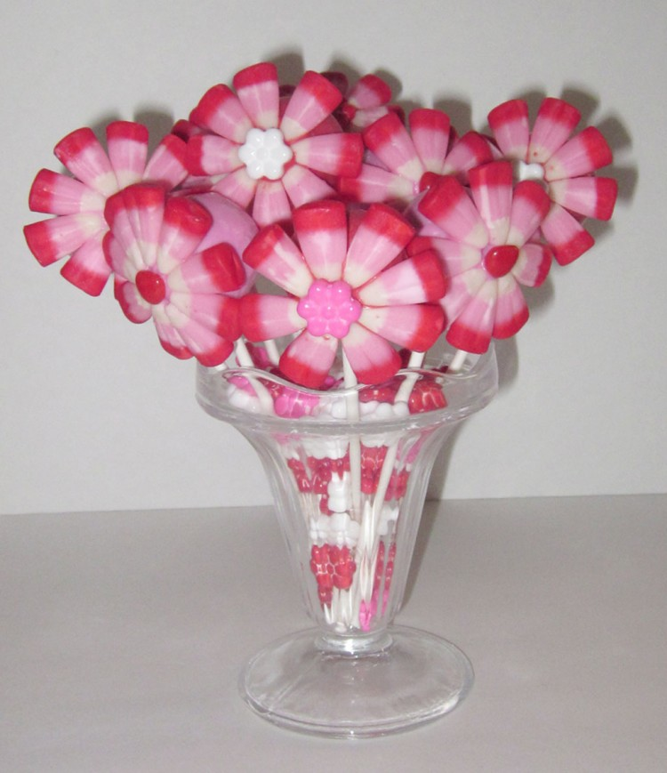 Valentines Cake Pop Flower Bouquet Picture in Valentine Cakes