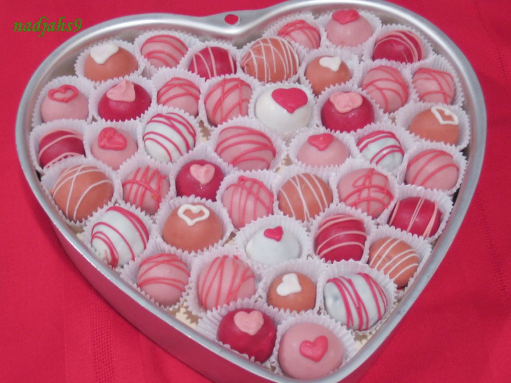 Cake Pop Designs Valentines Day : Valentine s Day Cake Balls Recipe   Dishmaps