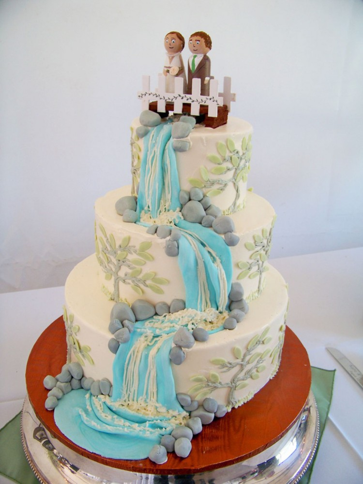 Waterfall With Rocks Wedding Cake Picture in Wedding Cake