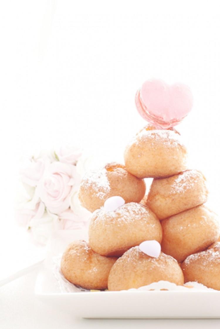 Wedding Cake Cream Puff Picture in Wedding Cake