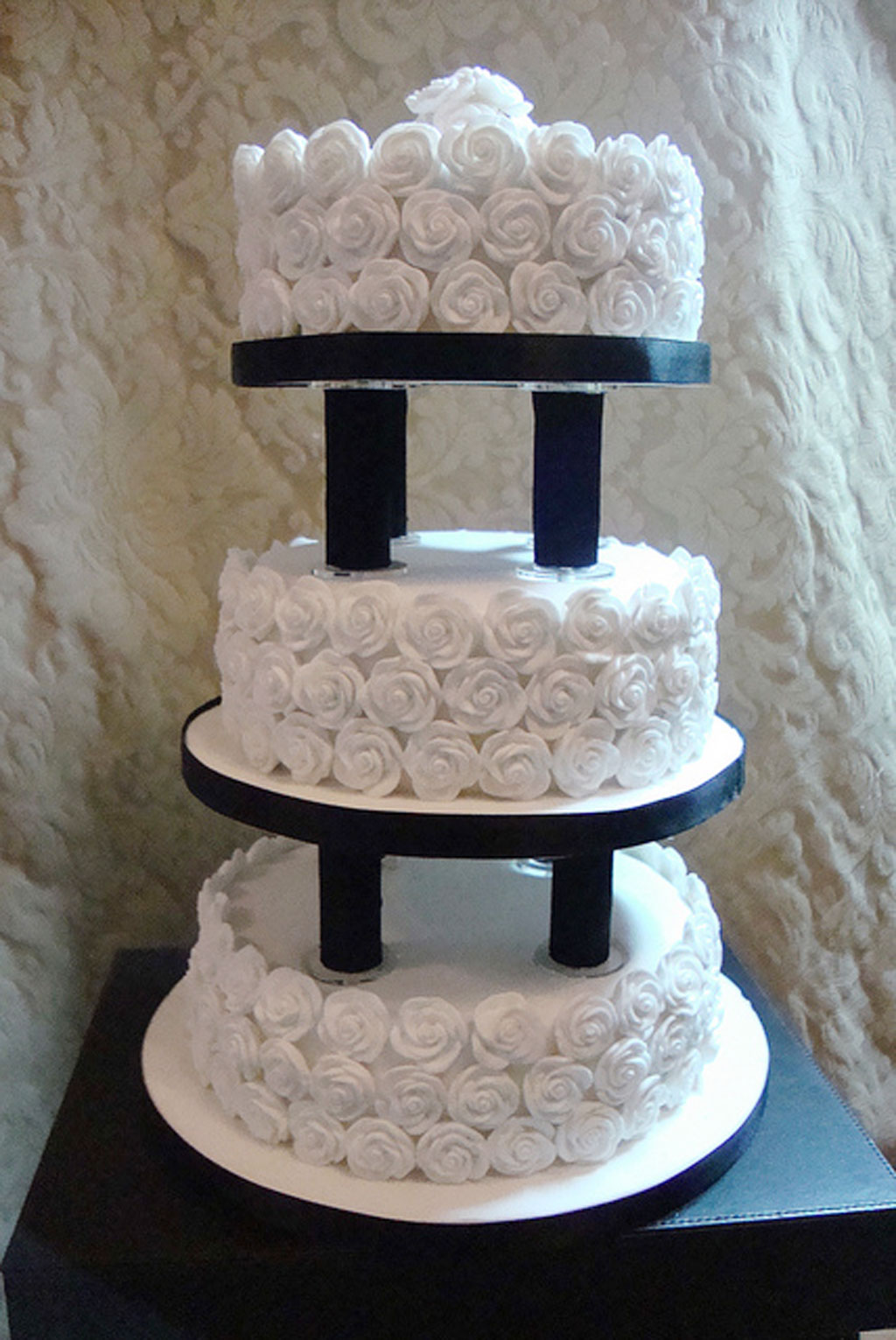 2 tier wedding cake with pillars wedding cake pillars and plates amp decorator preferred 10185