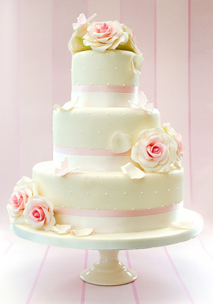 White Prettiest Wedding Cakes Picture in Wedding Cake
