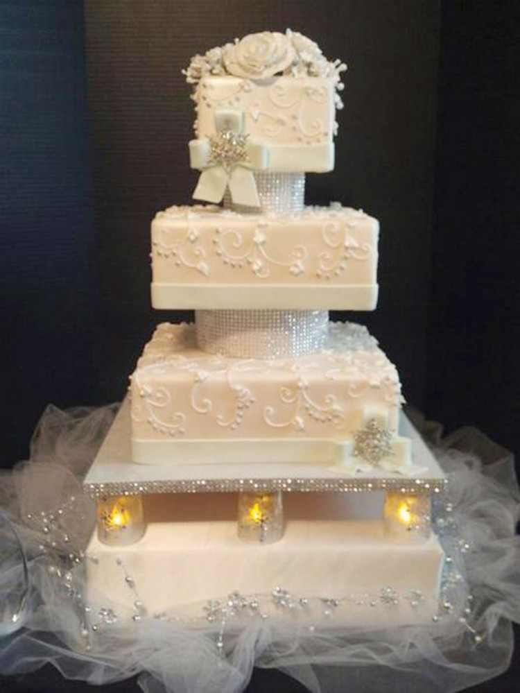 Winter Themed Wedding Cake Toppers Picture in Wedding Cake