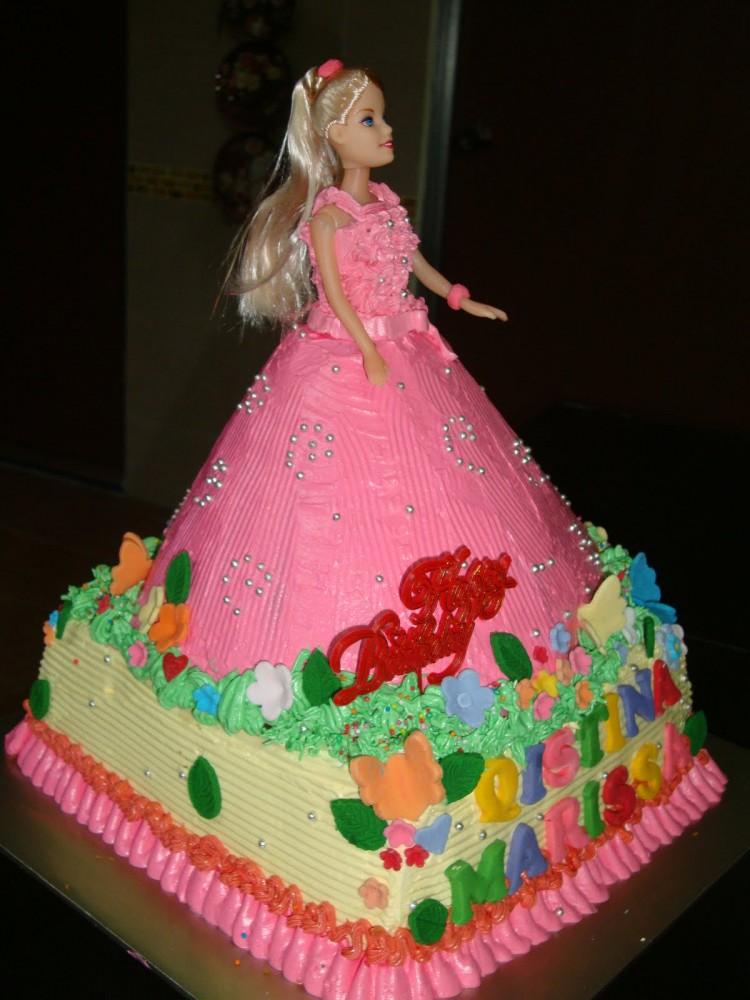 Barbie Cake Doll Picture in Cake Decor