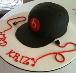 640x514px Baseball Cap Cake Picture in Cake Decor