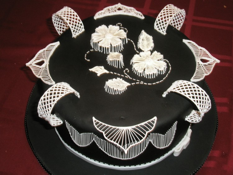 Black Royal Icing Picture in Cake Decor