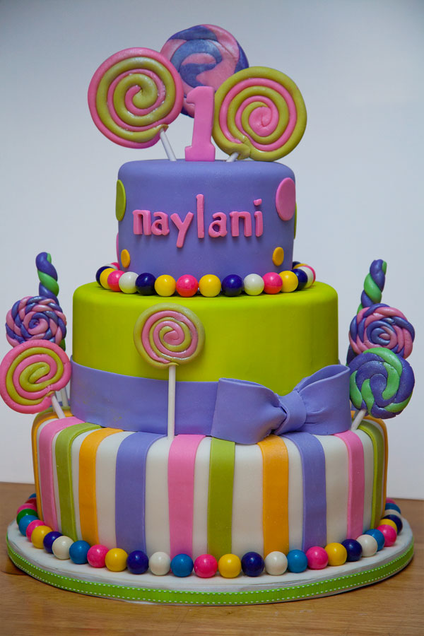 Fondant Cake Nyc Picture in Cake Decor