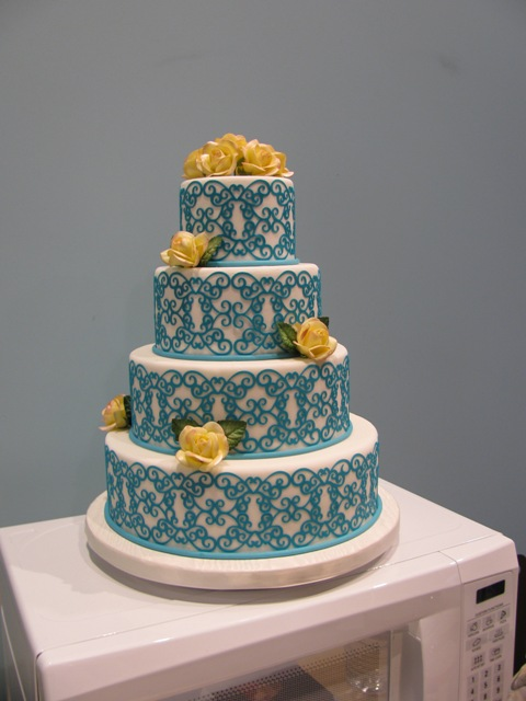 Mini Cake Cricut Machine Picture in Cake Decor