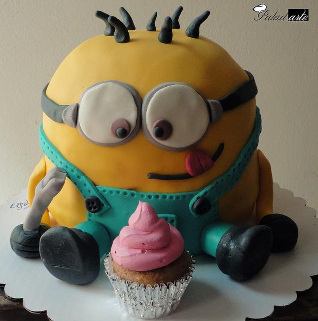 Minion Cake Picture in Cake Decor