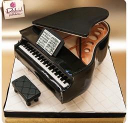 767x767px Piano Cake Picture in Cake Decor