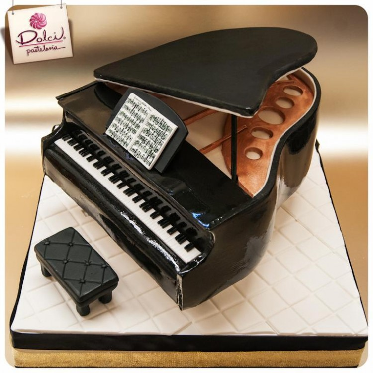 Piano Cake Picture in Cake Decor