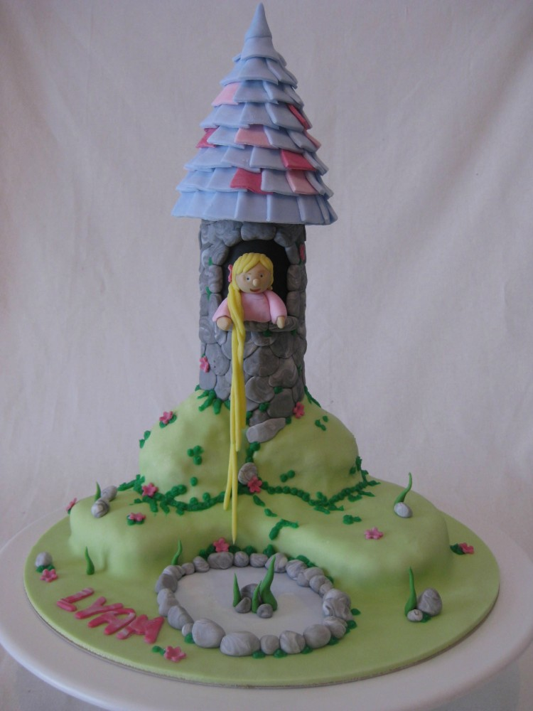 Tangled Tower Picture in Cake Decor