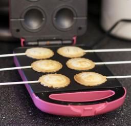 640x640px Babycake Pie Maker Picture in Cake Decor
