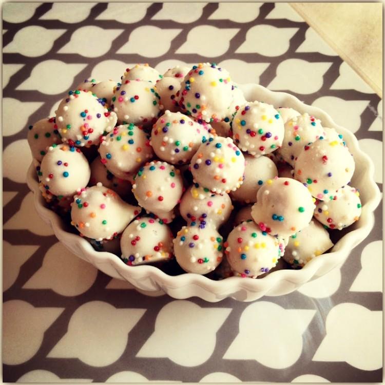 Make White Chocolate Covered Pretzels Picture in Cake Decor