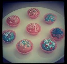 900x900px Merckens Candy Melts Cake Picture in Cake Decor