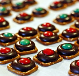 640x427px Pretzel Candy Melts Picture in Chocolate Cake