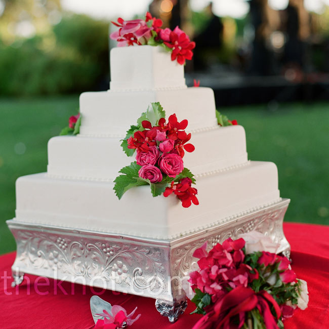 Square White Cake Stand Picture in Cake Decor