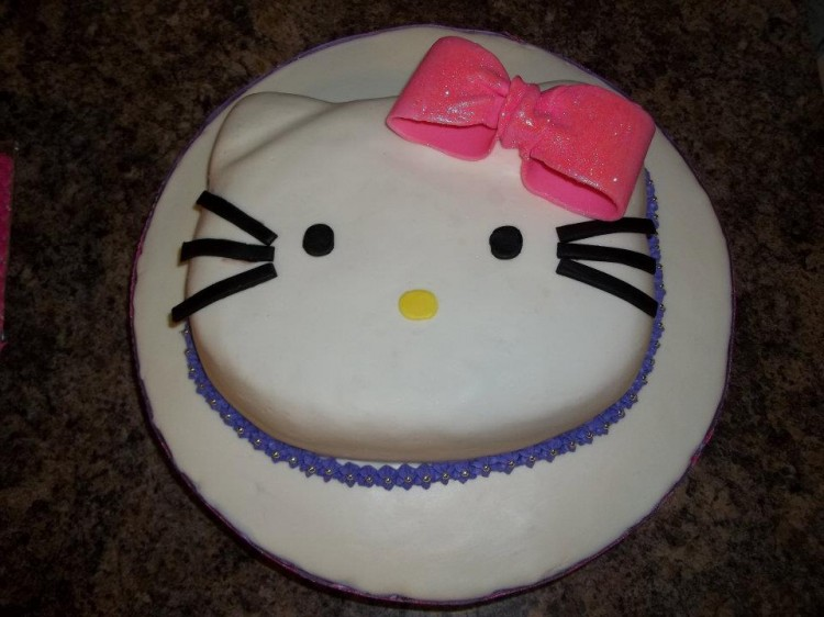 Icing Hello Kitty Cake Picture in Birthday Cake