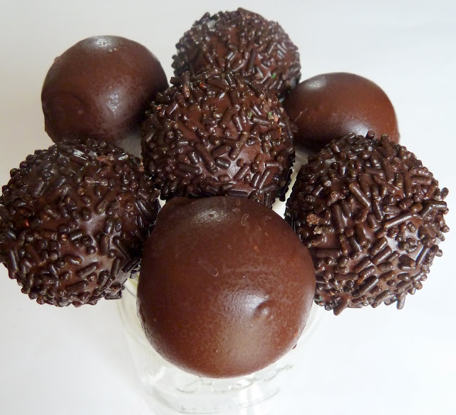 Dipping Chocolate For Cake Balls Picture in Cake Decor