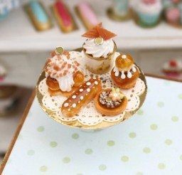 500x500px Perfect French Pastry Stand Picture in Cupcakes