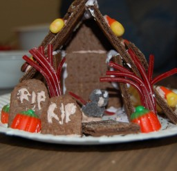 1600x1064px Haunted Gingerbread House Kit Picture in Cake Decor